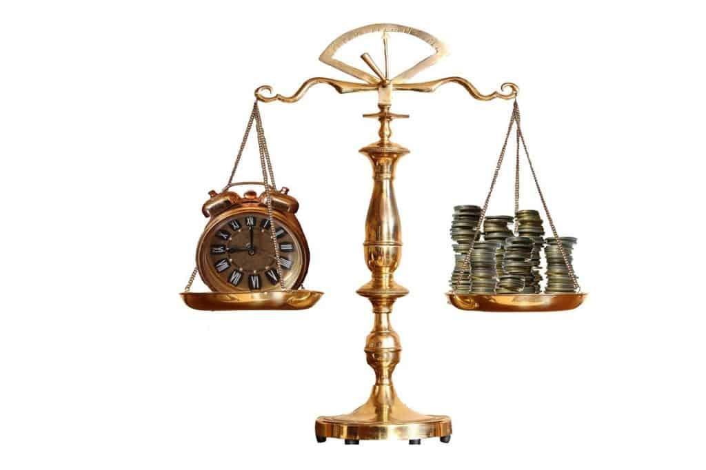 שעון וכסף על משקל